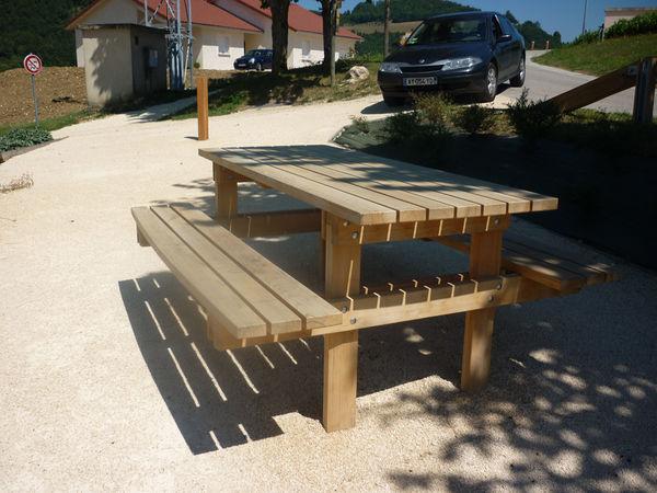 Mobiliers d 39 ext rieurs pour vatilieu 38 table pique nique en bois de pays compositions - Plan de table de pique nique ...